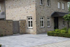Front einer Villa in Schildow