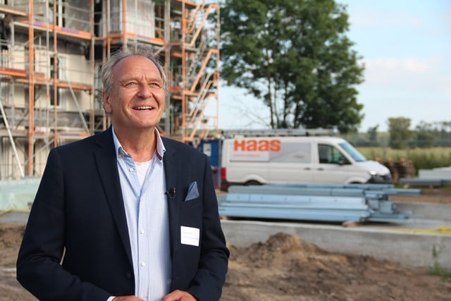 Andreas Schaffner von der Firma KTel beim Baufest von Zum Glück Bötzow, 2.9.2021