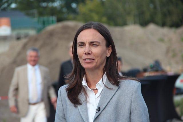 Dr. Tanja Haas-Lensing, Marketingleiterin von Haas Fertigbau, beim Baufest von Zum Glück Bötzow, 2.9.2021