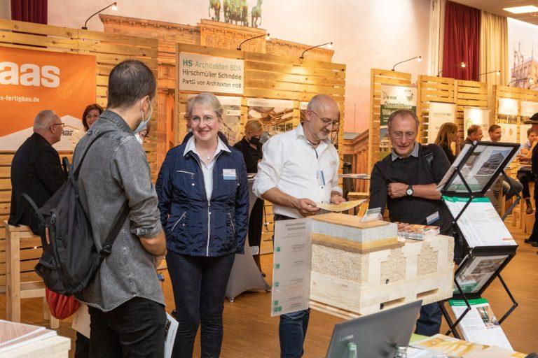 Messestand von Haas Fertighaus beim 2. Deutschen Holzbau Kongress (DHK) mit Forum Holzbau