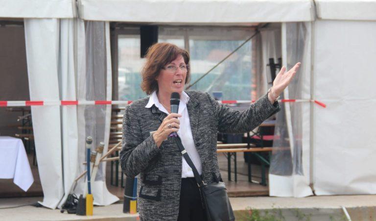 Regina Burchardt, Chefin des lokalen Vertriebsteams von Zum Glück Bötzow, beim Baufest am 2.9.2021
