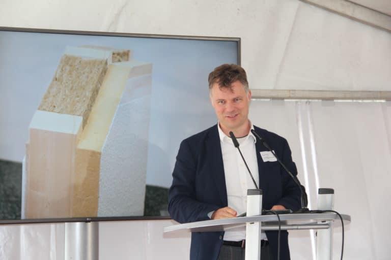 Dr. Denny Ohnesorge bei seiner Ansprache zum Baufest von Zum Glück Bötzow, 2.9.2021
